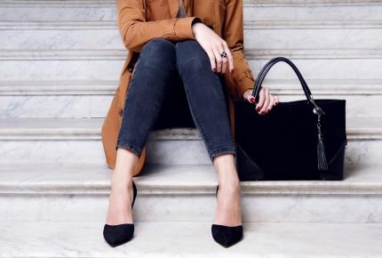 woman wearing work shoes
