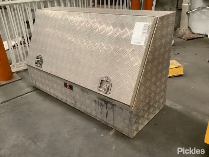 checker plate toolbox
