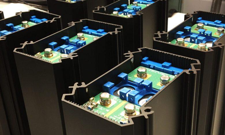 Soluxio-solar-light-post-lithium-batteries
